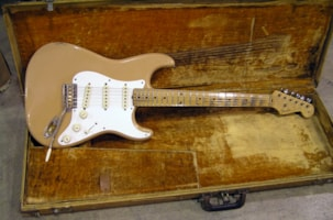 1957 Fender® Wanted Stratocaster®