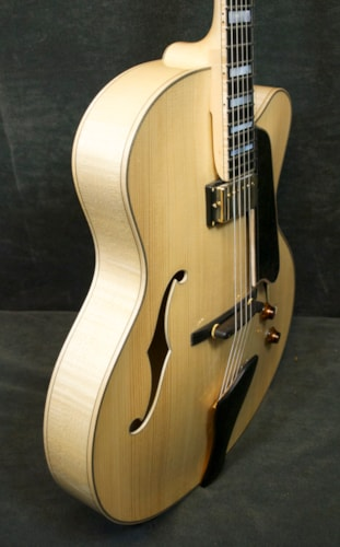EASTMAN Jazz Elite 17 10069