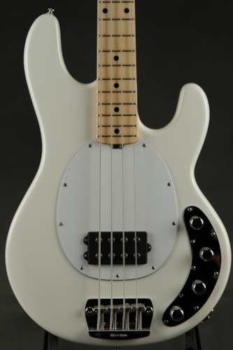 ERNIE BALL MUSIC MAN Stingray - White