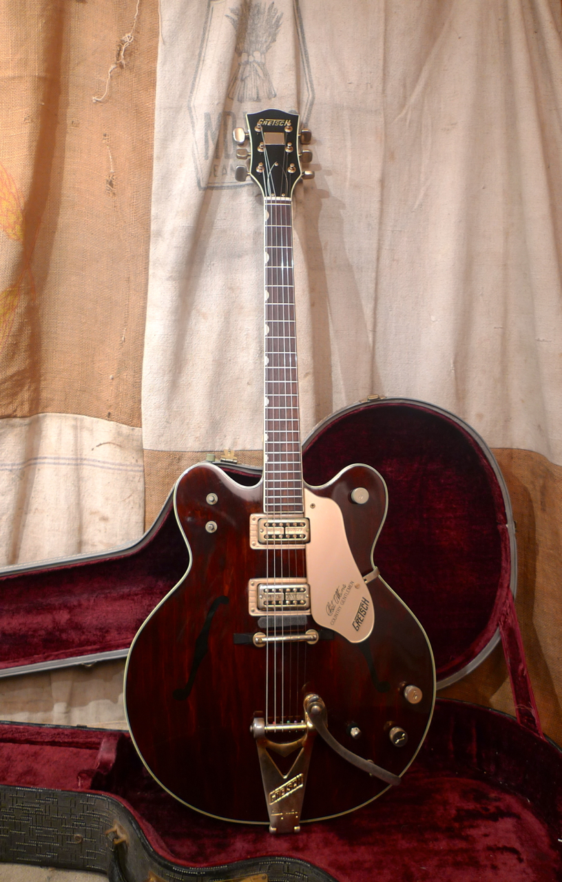 1967 gretsch chet atkins country gentleman walnut guitars electric semi hollow body. Black Bedroom Furniture Sets. Home Design Ideas