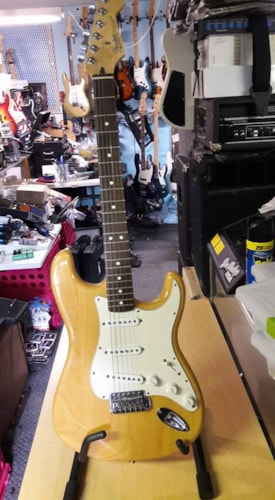 Fender® mexican Strat® near mint 60th anniversary