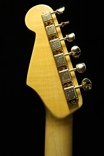 2016 Goldfinger Gold Leaf Strat®