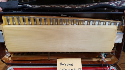 Beltuna Accordion  Leader V amplisound