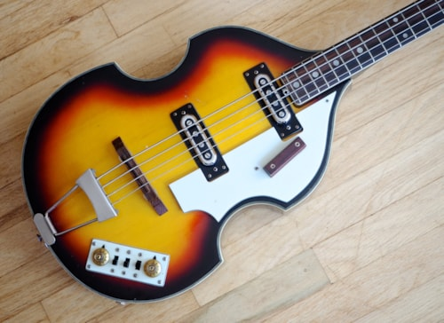 ~1965 Univox Violin Vintage Electric Hollowbody Bass Guitar Short Scale