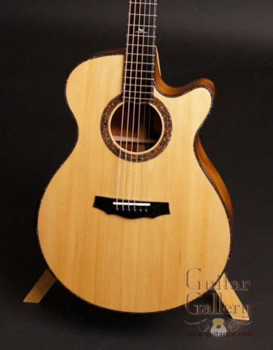 Laurie Williams Signature Tui