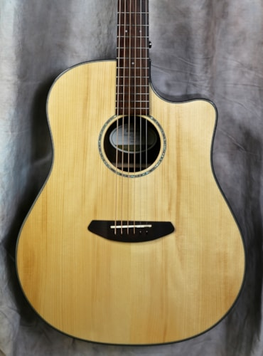 Breedlove Pursuit Dreadnaught Adirondack