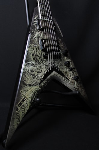 2011 Dean VMNT Dave Mustaine Signature Flying V