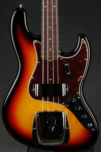 Fender® American Vintage '64 Jazz Bass® - Three Tone Sunburst