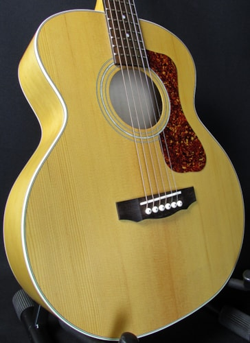 2016 Guild® Jumbo Junior E
