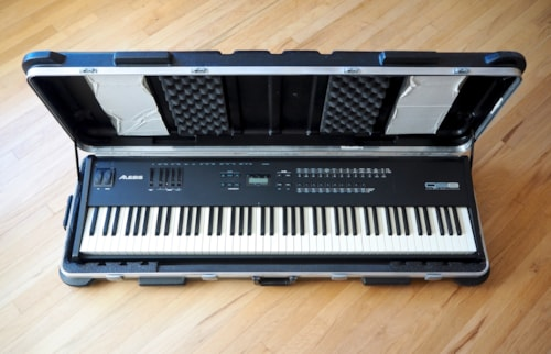 Alesis QS8 88 Key Weighted Keyboard 64 Voice Synthesizer w/SKB Case