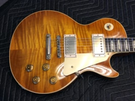 1953 1953 GIBSON  Les Paul Goldtop (53 - 59 PAF Burst Conversion)