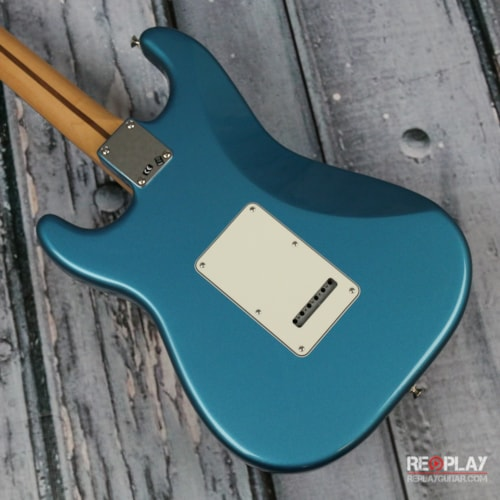 Fender® Standard Stratocaster® Lake Placid Blue