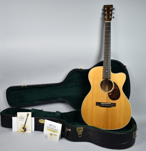 2006 Martin  OMC-16RE AURA Acoustic Electric Guitar Natural Finish USA w