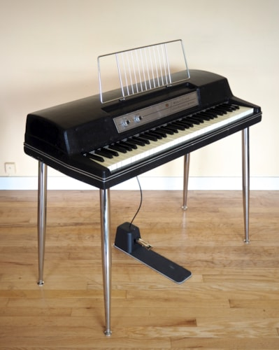 1977 Wurlitzer 200A Vintage Electric Piano w/ Legs & Pedal, 200