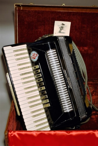 Patti Brothers Zephyrtone accordion