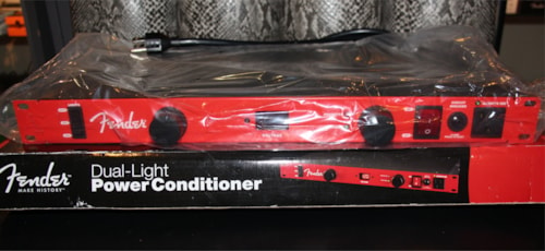 2013 Fender® FC2000 Dual Light Power Conditioner