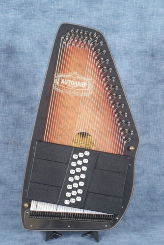 2017 Oscar Schmidt OS11021AE AMERICANA ELECTRIC AUTOHARP, with chord bars for E and A,  (SHOPWORN)