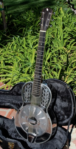 2005 John Morton Metal Resonator